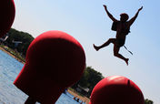 WipeOut Big Red Balls springende man